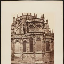 Vista exterior de la Iglesia de Saint Pierre en Caen