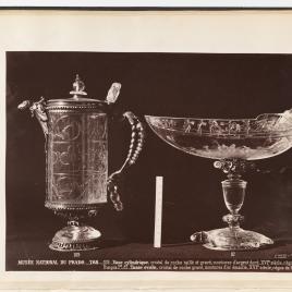 Aguamanil de cristal y plata dorada con tapa y pico en forma de cabeza de ave y barco de la tortuga