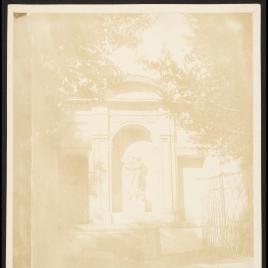 Fuente de los jardines de la Villa Medici en Roma