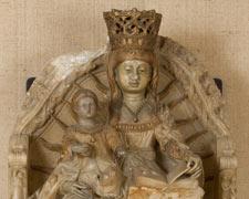 La Virgen entronizada con el Niño