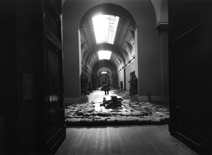 Bombas sobre el Museo del Prado