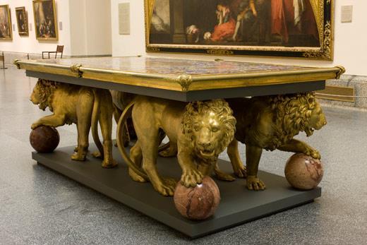 El Museo del Prado vuelve a exponer en sus salas los dos ricos tableros de piedras duras sostenidos por los leones que Velázquez compró en su segundo viaje a Italia