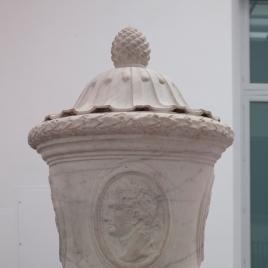 Jarrón con los retratos de los emperadores romanos Augusto, Vitelio, Calígula y Otón